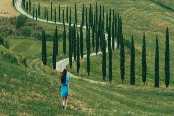 donna nei campi Toscana